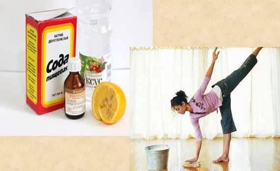 Добавьте в воду для мытья пола соду или уксус