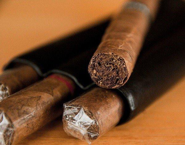 Табак прекрасно отпугивает моль