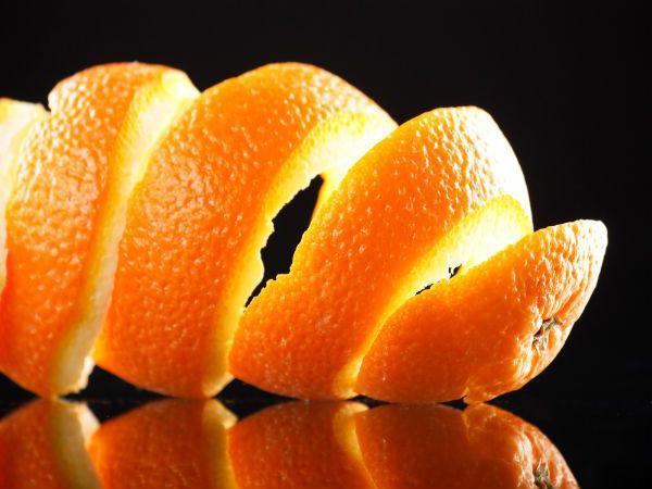 Апельсиновые шкурки в кармане шубы помогут отпугнуть вредителя