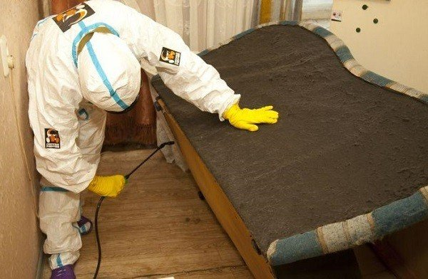 Обработка квартиры жидкими инсектицидами