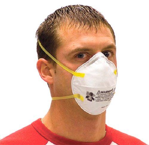 """Перед распылением """"Фуфанона"""" необходимо надеть защитную маску"""