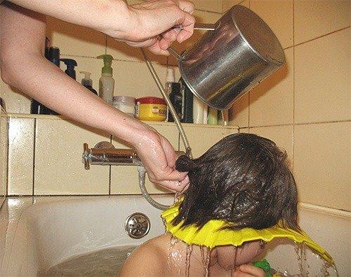 После керосина промыть голову большим количеством воды