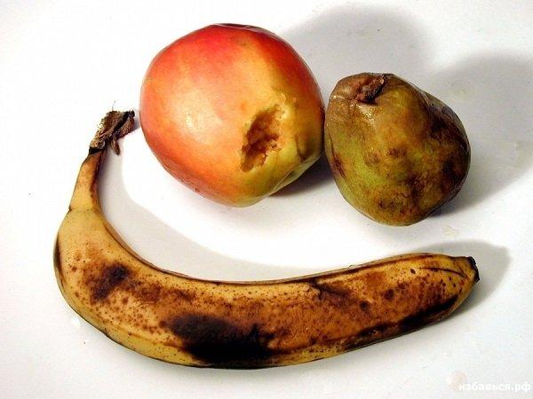 Мошкара любит подгнившие фрукты и другие остатки еды