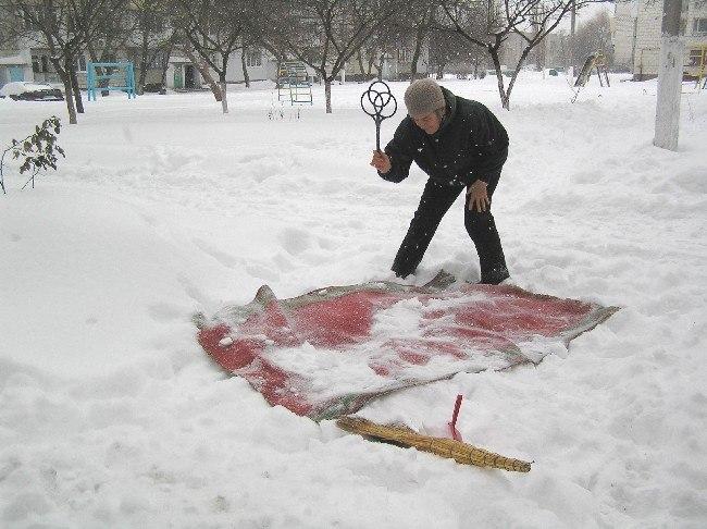 Выбивание ковров на морозе - надежный способ избавиться от клопов