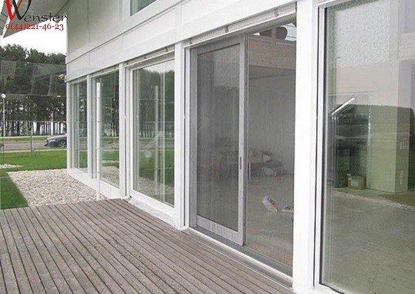 Москитные сетки на окнах и дверях - надежная защита от вторжения
