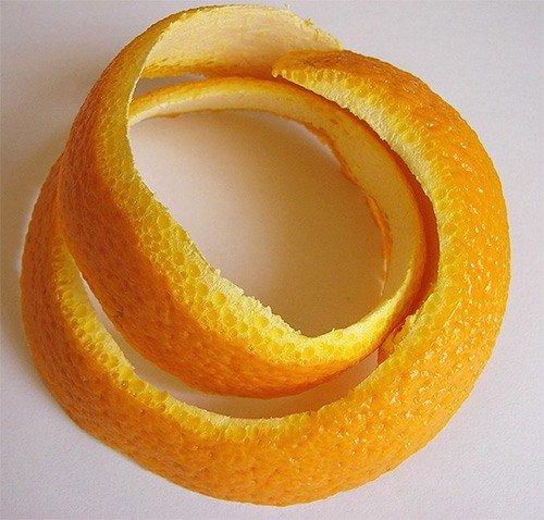 Кожура апельсина прекрасно отпугивает моль