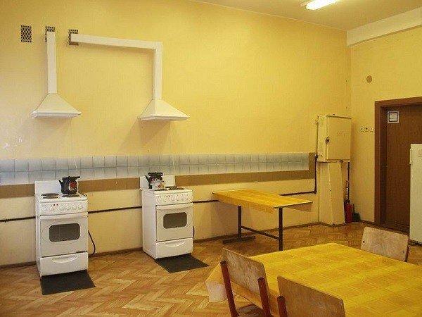 Чистота на кухне в общежитии - залог того, что тараканы не появятся