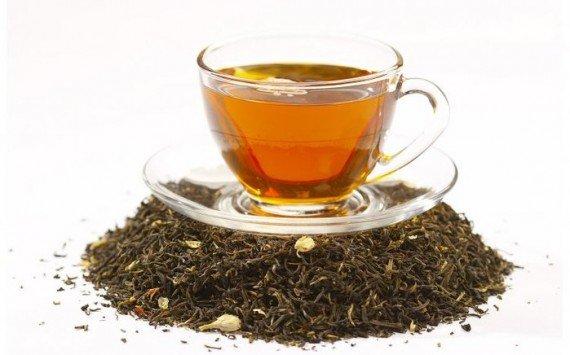 Черный или зеленый чай поможет снять отеки