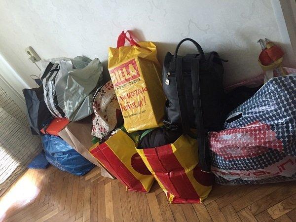 Посуду и ненужные вещи нужно сложить в плотные пакеты