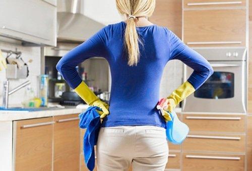 Влажная уборка после обработки квартиры от клопов