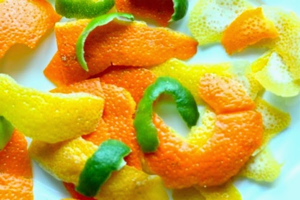 Корочки от лимонов или апельсинов помогут отпугнуть моль