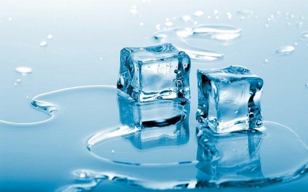 Лед поможет снять отечность и зуд