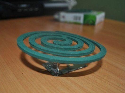 Спираль от комаров на специальной подставке